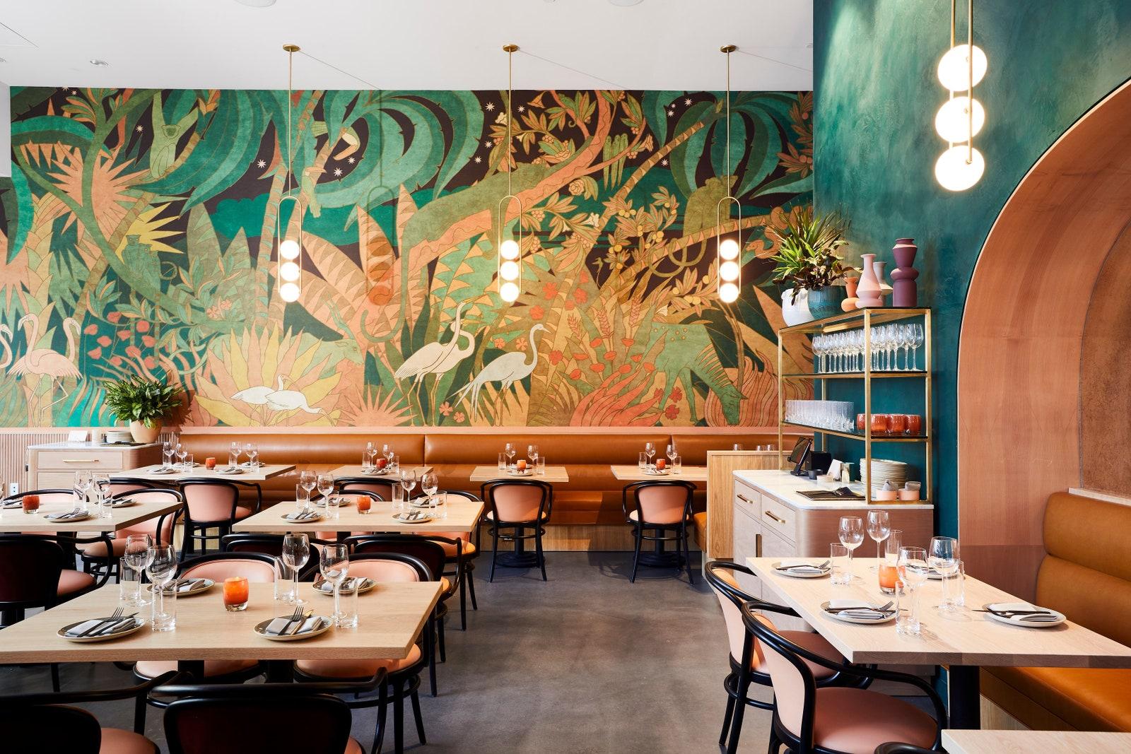 4 lý do khiến kinh doanh ẩm thực thích dùng giấy dán tường