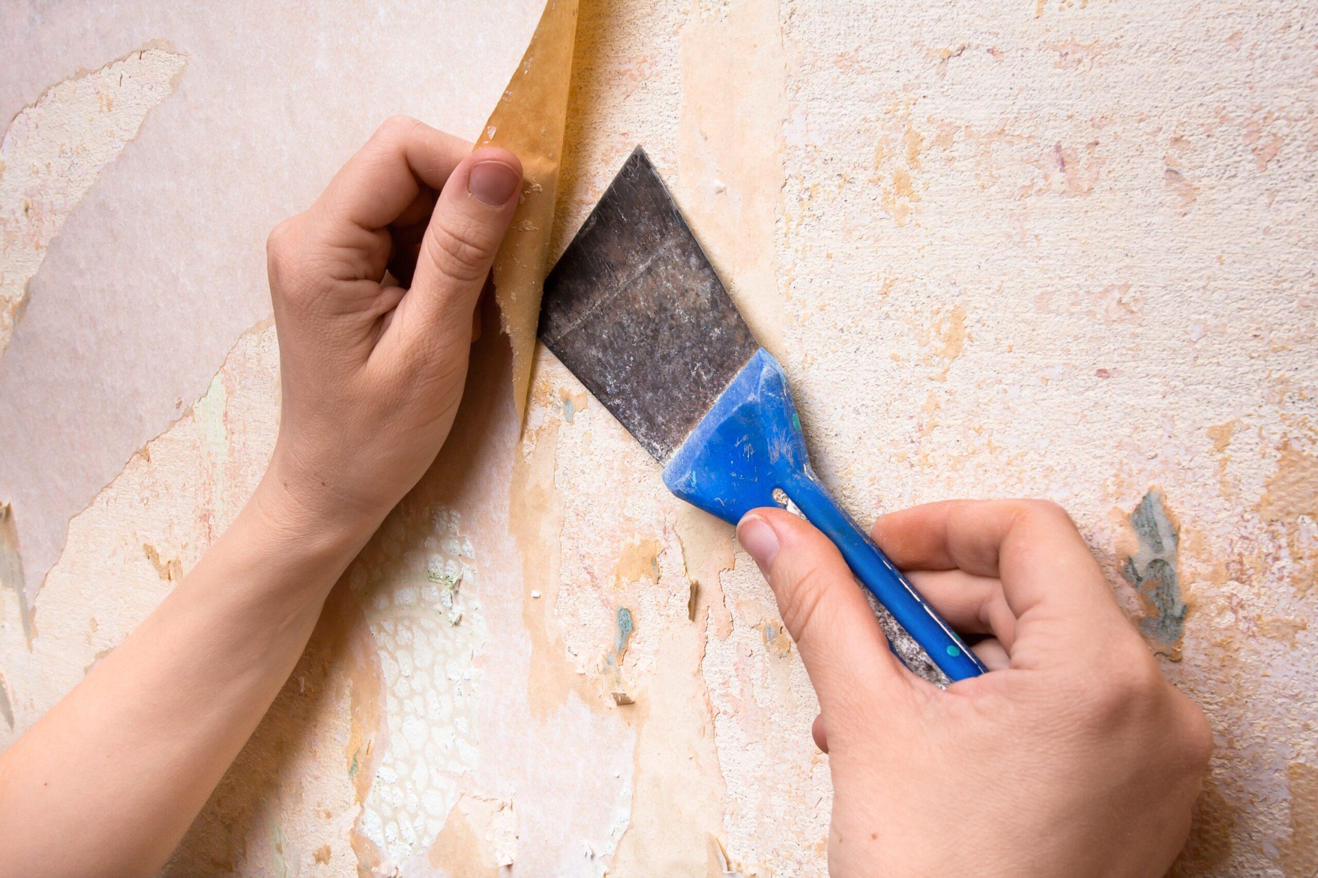 Cách gỡ bỏ giấy dán tường truyền thống