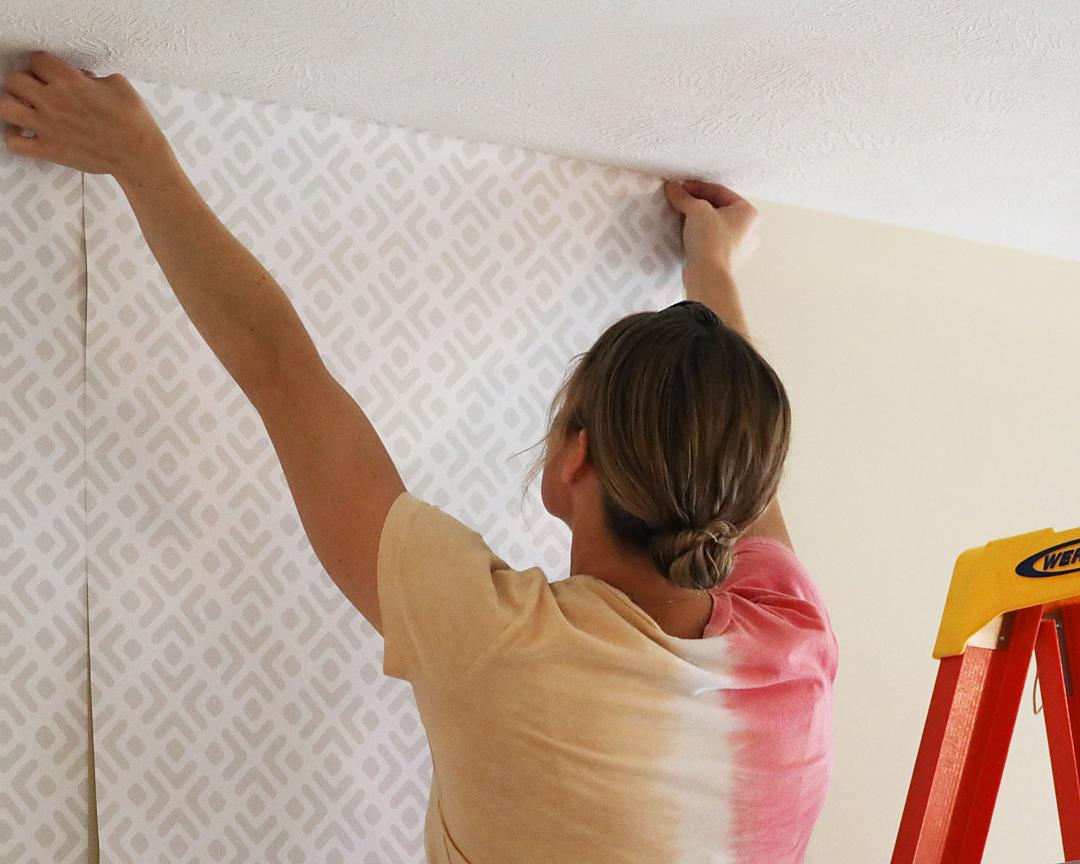 Hướng dẫn các bước dán giấy dán tường